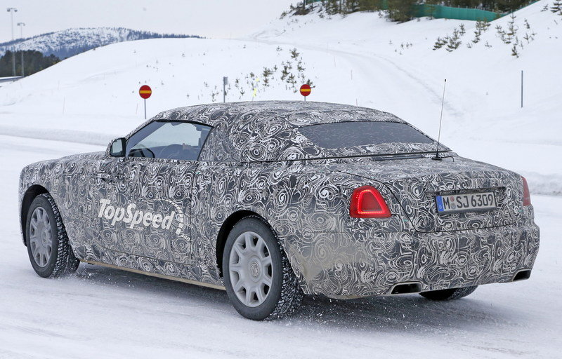 Rolls Royce Wraith Drophead Coupe Playing In The Snow: Spy Shots