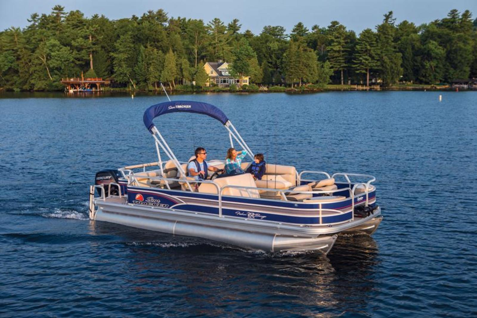 2015 SUN TRACKER FISHIN BARGE 22 DLX Review - Top Speed