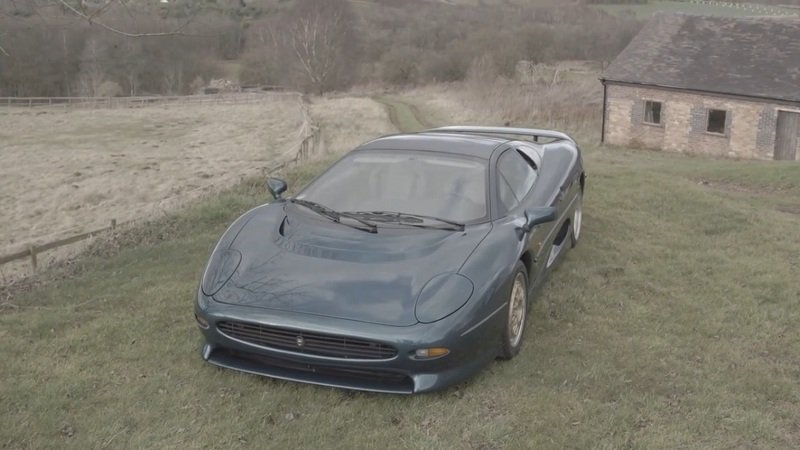 Keeping The Jaguar XJ220 Alive And Fast: Video