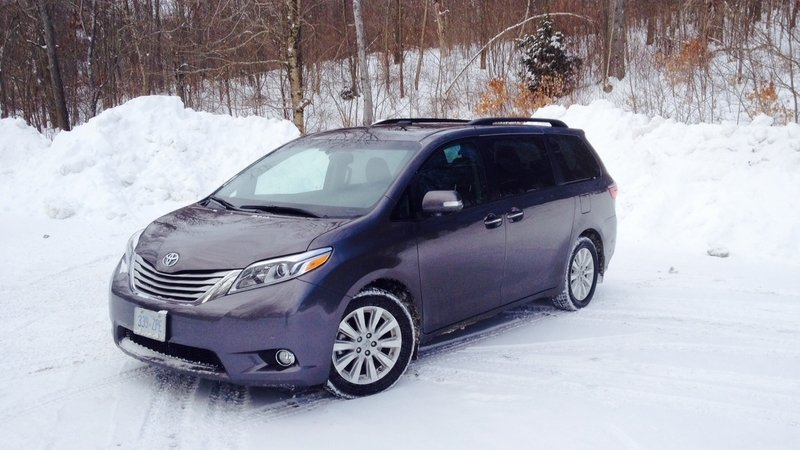 2015 Toyota Sienna Premium AWD: Driven High Resolution Exterior - image 620851