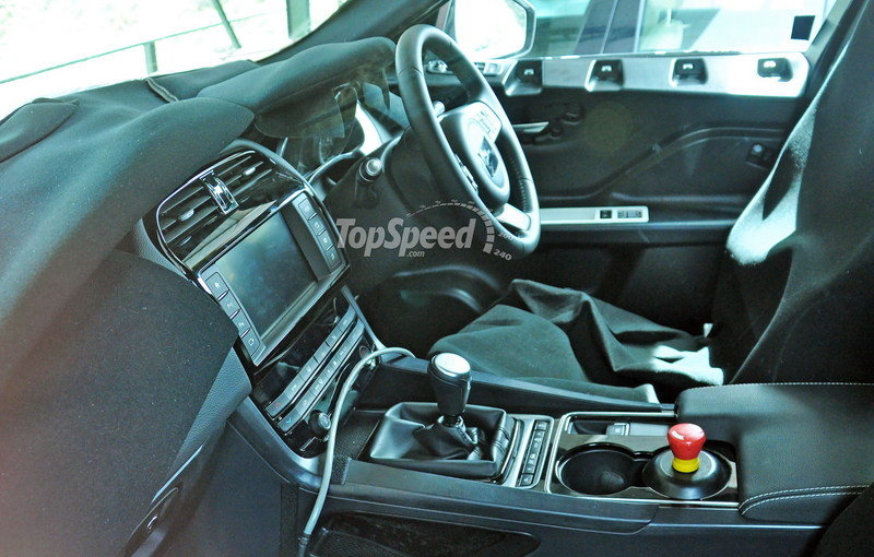 Jaguar F-Pace Spied Inside And Out: Spy Shots Interior Spyshots - image 628556