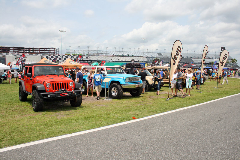 Jeep Beach Breaks Guinness World Record with Longest Jeep Parade
