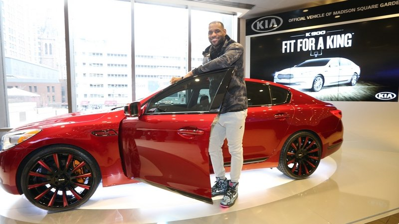 "Kia K900 ""King James Edition"" Will Be Auctioned For Charity"
