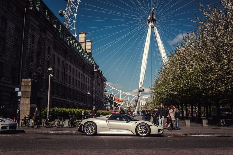 Porsche Celebrates 10 Million Facebook Fans With 1000 KM Road Trip