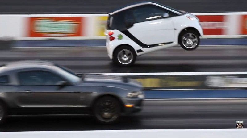Smart Vs. Mustang In A Drag Race: Video