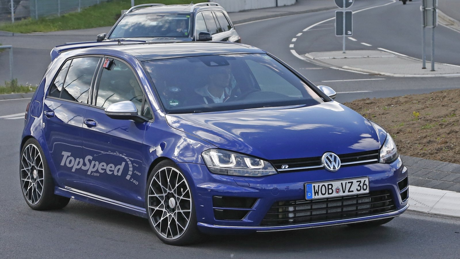 volkswagen golf r400 caught testing for the first time spy shots. Black Bedroom Furniture Sets. Home Design Ideas