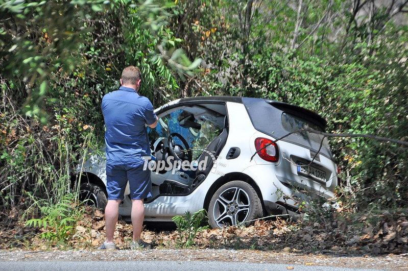 Smart Cabrio Crashes During Test Drive: Spy Shots