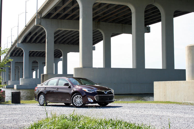 2015 Toyota Avalon Hybrid - Driven Exterior - image 632336