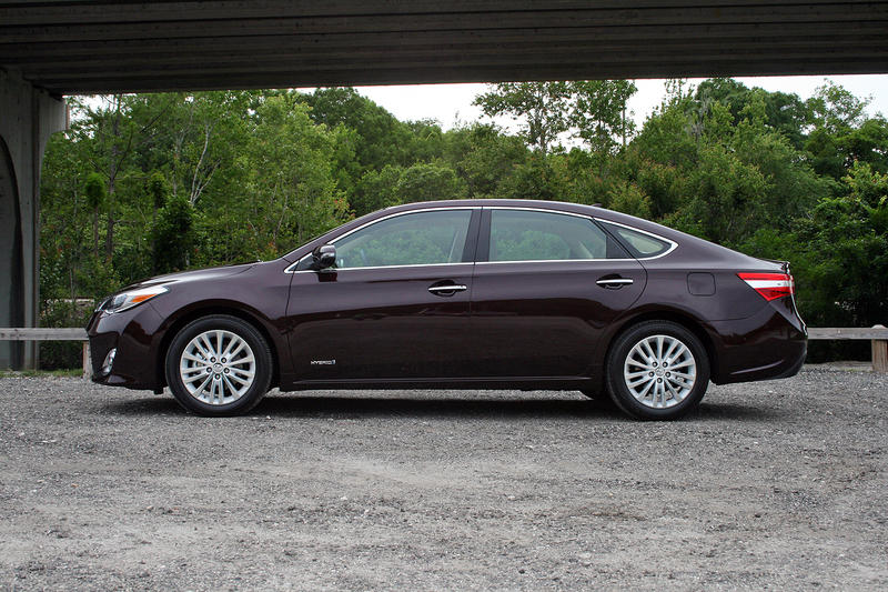 2015 Toyota Avalon Hybrid - Driven Exterior - image 632297