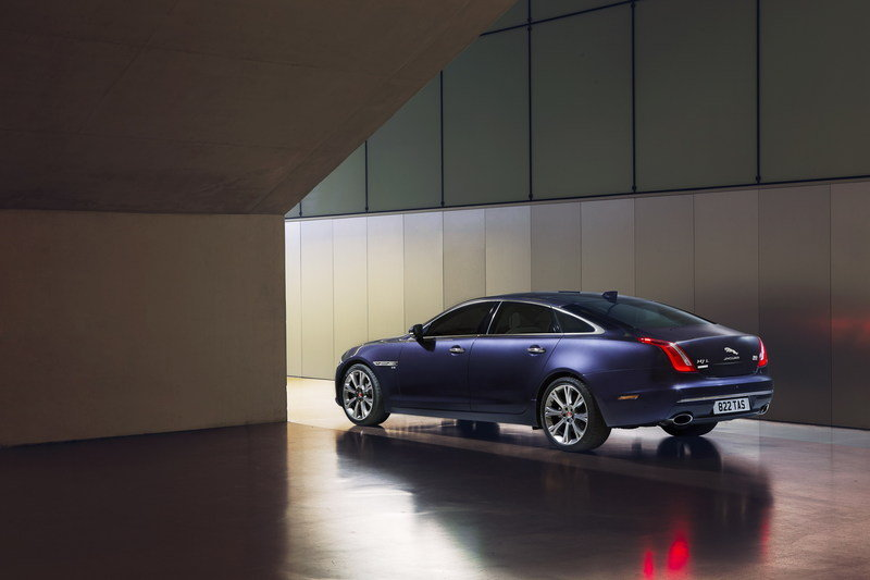 Wallpaper of the Day: 2017 Jaguar XJ