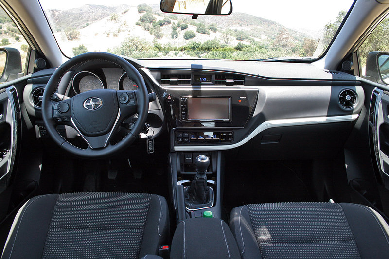 2016 Scion iM: First Drive Interior Test drive - image 635171