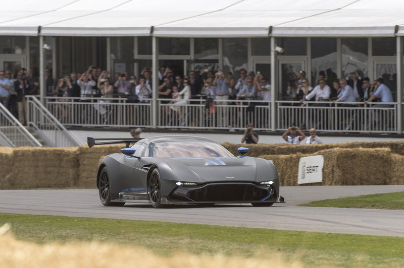 Aston Martin Vulcan Made Its Public Track Debut at Goodwood High Resolution Exterior - image 635190