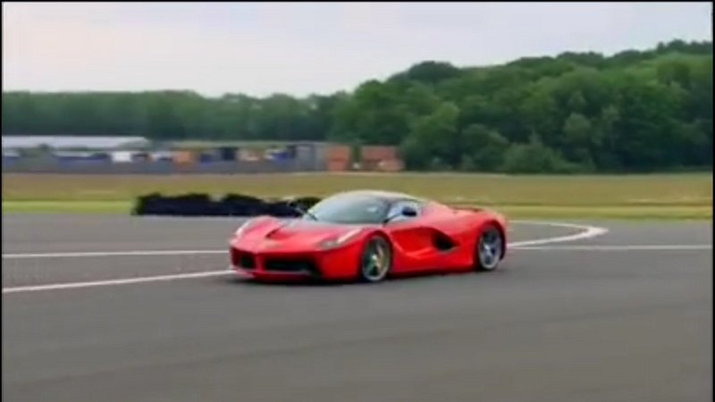 Ferrari LaFerrari Sets Unofficial Lap Time On Top Gear Track: Video