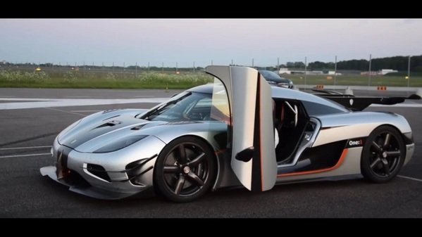 koenigsegg one 1 sets new 0 300 0 km h record video news top speed. Black Bedroom Furniture Sets. Home Design Ideas