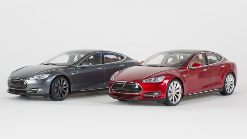 Can't Afford A P85 Model S? Tesla Offers You 1:18 Scale Diecast
