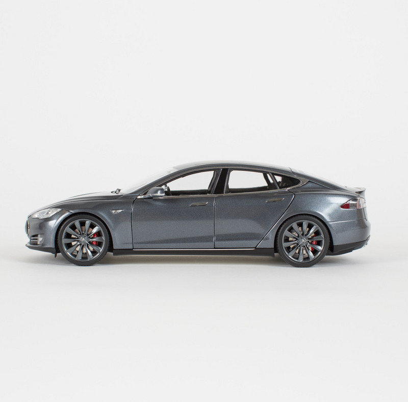 Can't Afford A P85 Model S? Tesla Offers You 1:18 Scale