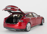 Can't Afford A P85 Model S? Tesla Offers You 1:18 Scale Diecast - image 637694