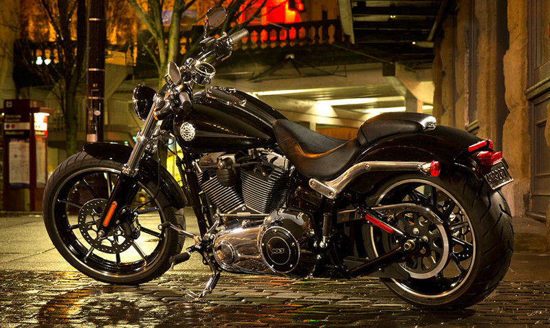 Harley Softail Breakout vs the Vulcan 900 Custom