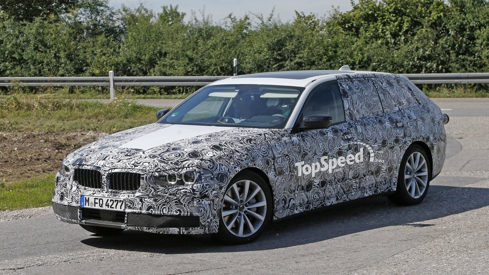 2016 bmw 5 series touring caught testing again spy shots news top speed. Black Bedroom Furniture Sets. Home Design Ideas