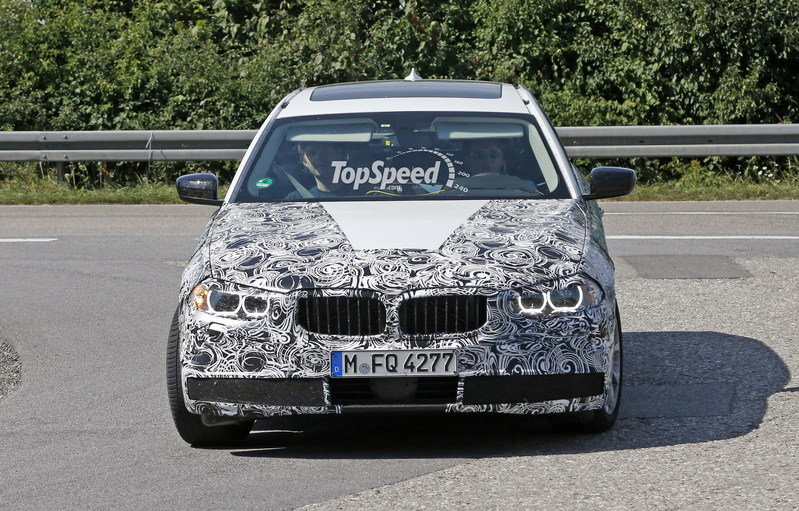 2016 BMW 5 Series Touring Caught Testing Again: Spy Shots Exterior Spyshots - image 638977