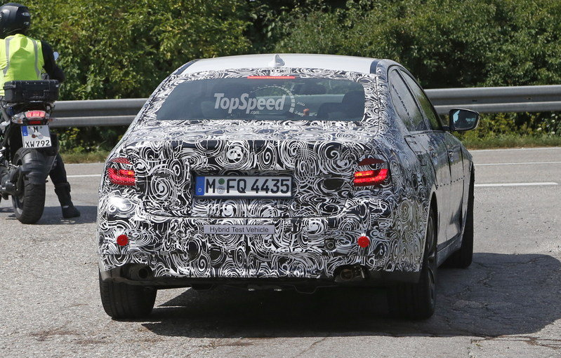 2017 BMW 5 Series Sedan Caught Testing: Spy Shots Exterior Spyshots - image 639050