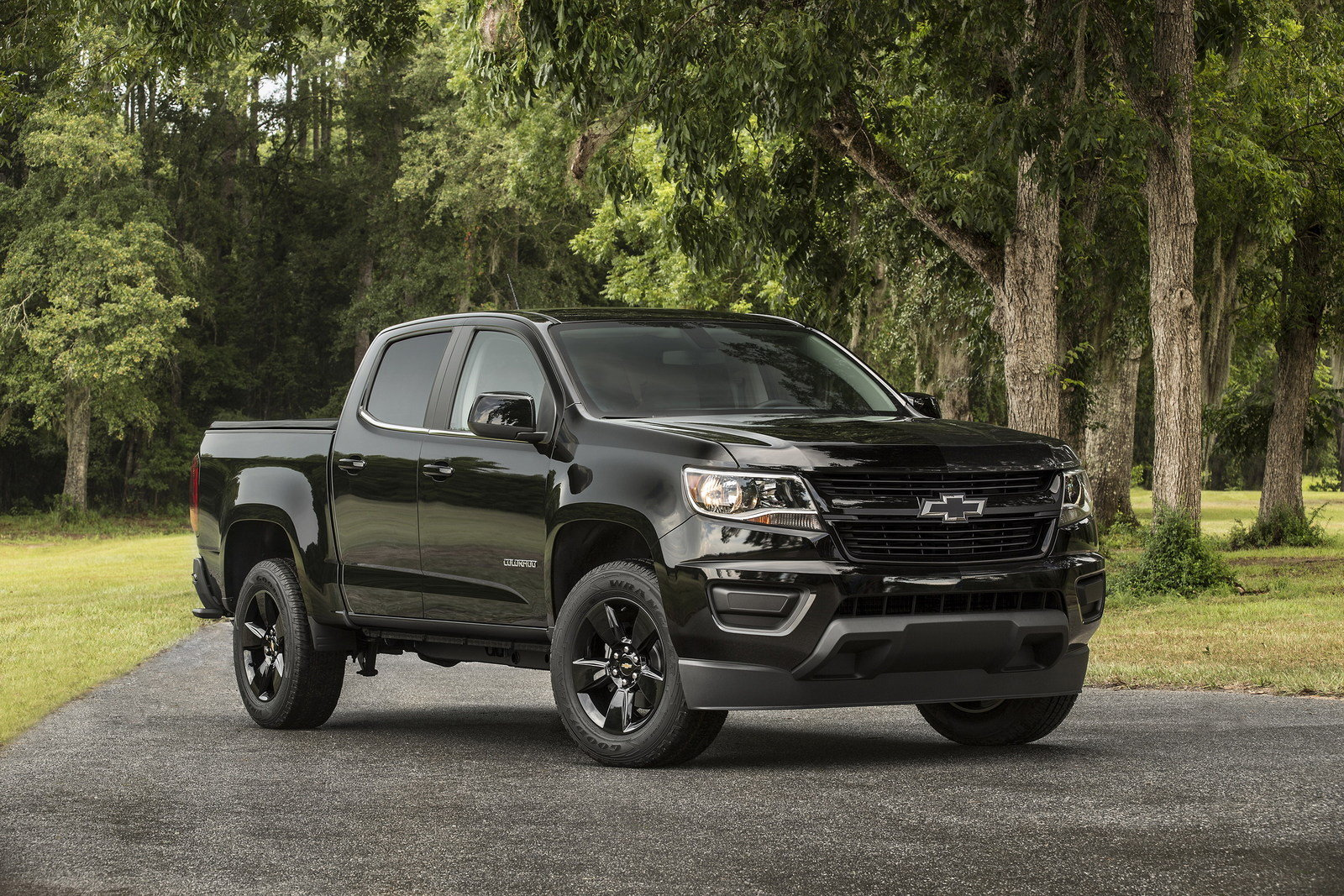 chevrolet colorado midnight edition picture  truck review  top speed