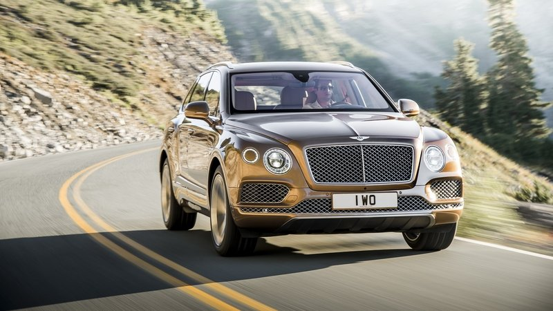There's a Bentley Bentayga Speed in the Works and It's Going to be Lambortastic