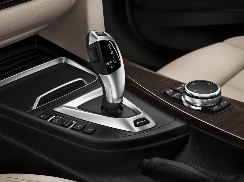 2016 BMW 330e Plug-In Hybrid High Resolution Interior Drivetrain - image 644514