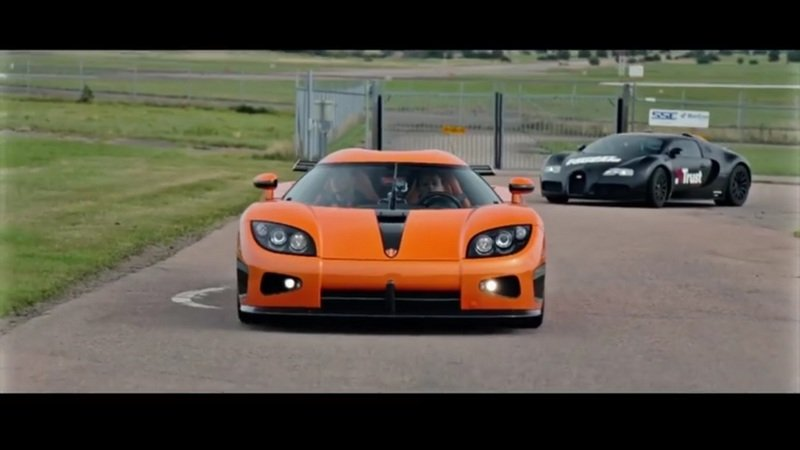 Christian Von Koenigsegg Drives The Bugatti Veyron Against Koenigsegg CCXR: Video
