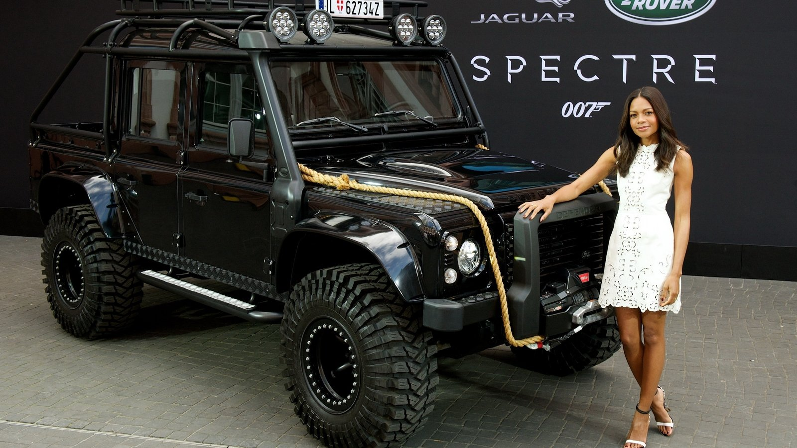 2015 Land Rover Defender Spectre Stunt Car Picture