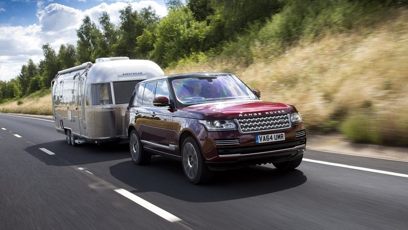 Land Rover Develops The Transparent Trailer
