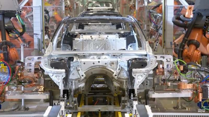 This Is How A BMW 7 Series Is Being Produced: Video