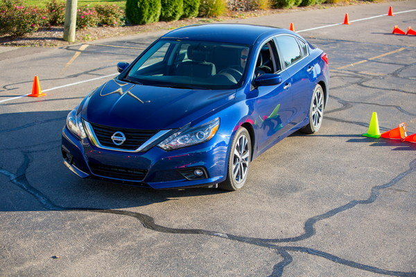 2016 nissan altima driving impression and review car review top speed. Black Bedroom Furniture Sets. Home Design Ideas