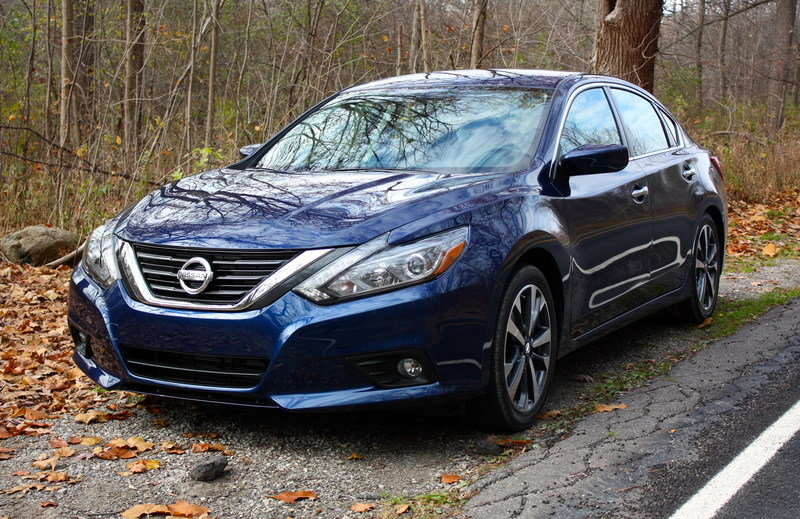 2016 nissan altima driving impression and review gallery 654981 top speed. Black Bedroom Furniture Sets. Home Design Ideas