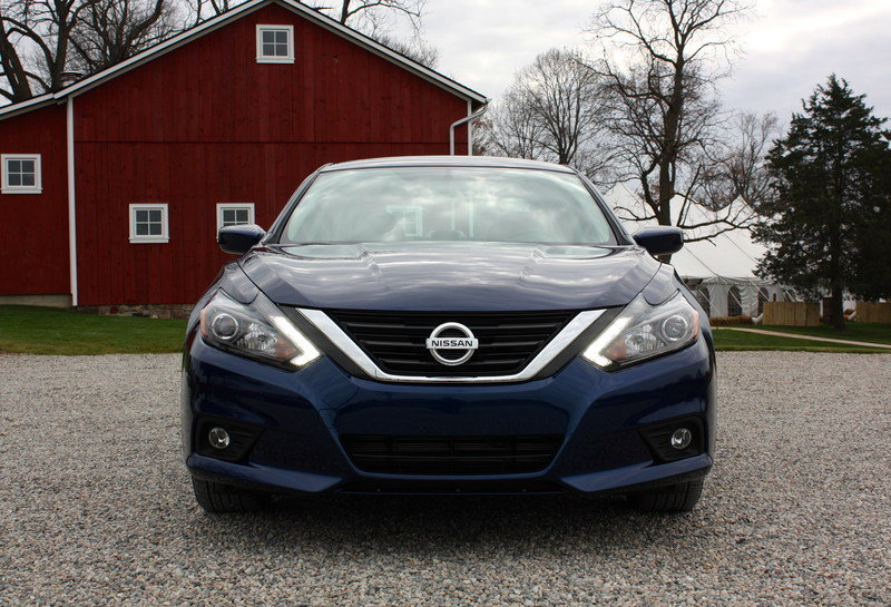 2016 nissan altima driving impression and review review top speed. Black Bedroom Furniture Sets. Home Design Ideas