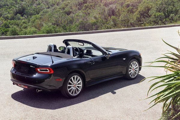 2017 fiat 124 spider car review top speed. Black Bedroom Furniture Sets. Home Design Ideas