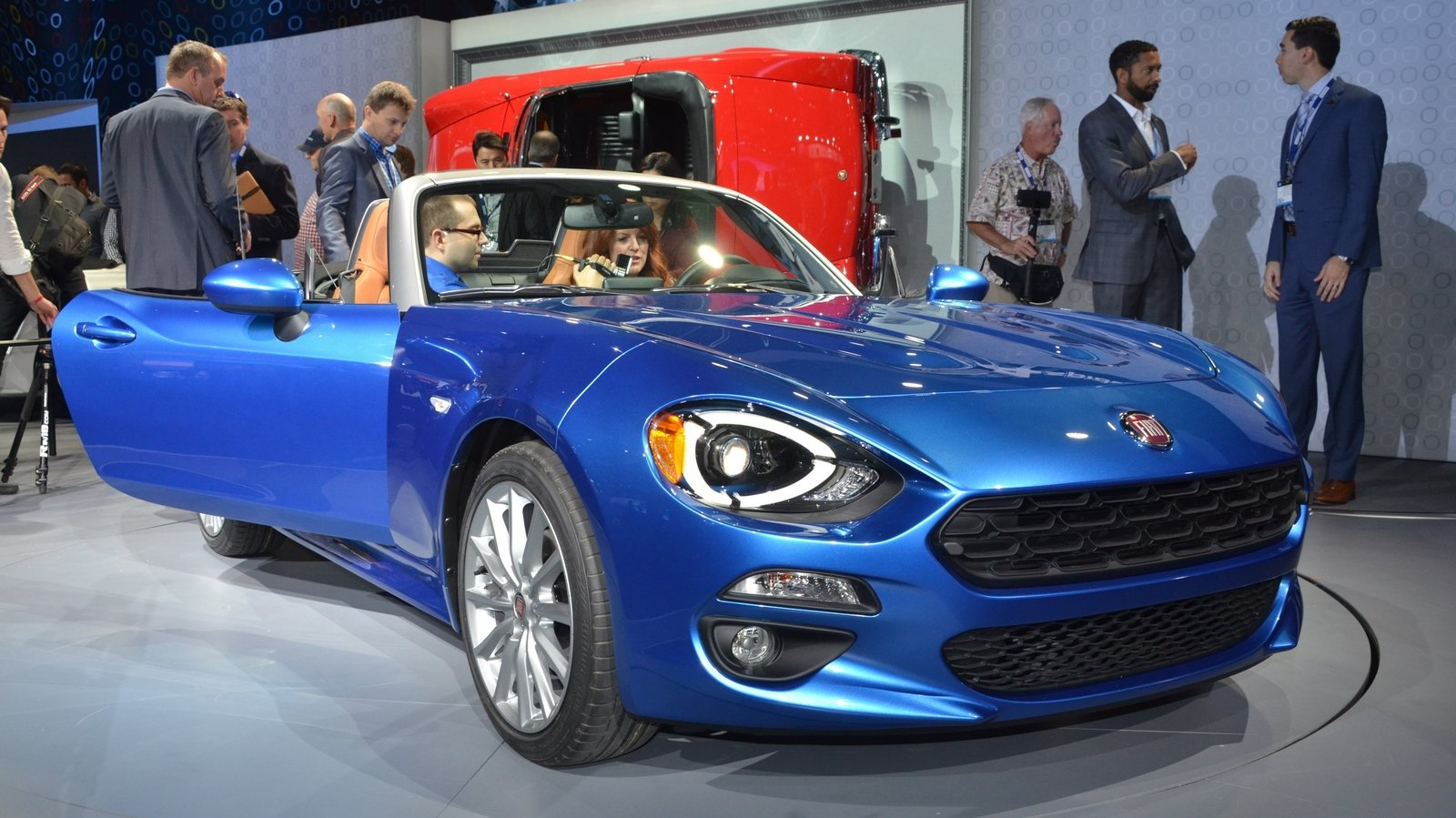 2017 fiat 124 spider review top speed. Black Bedroom Furniture Sets. Home Design Ideas