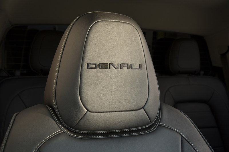 2017 GMC Canyon Denali High Resolution Interior - image 655838