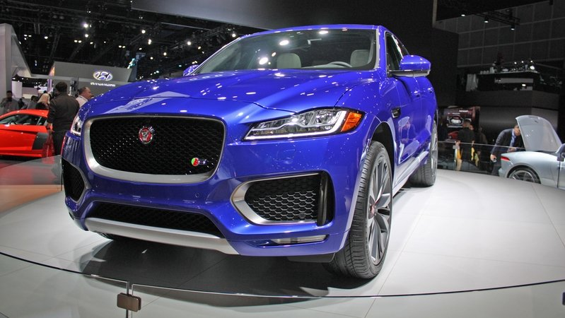 jaguar f pace reviews specs prices top speed. Black Bedroom Furniture Sets. Home Design Ideas