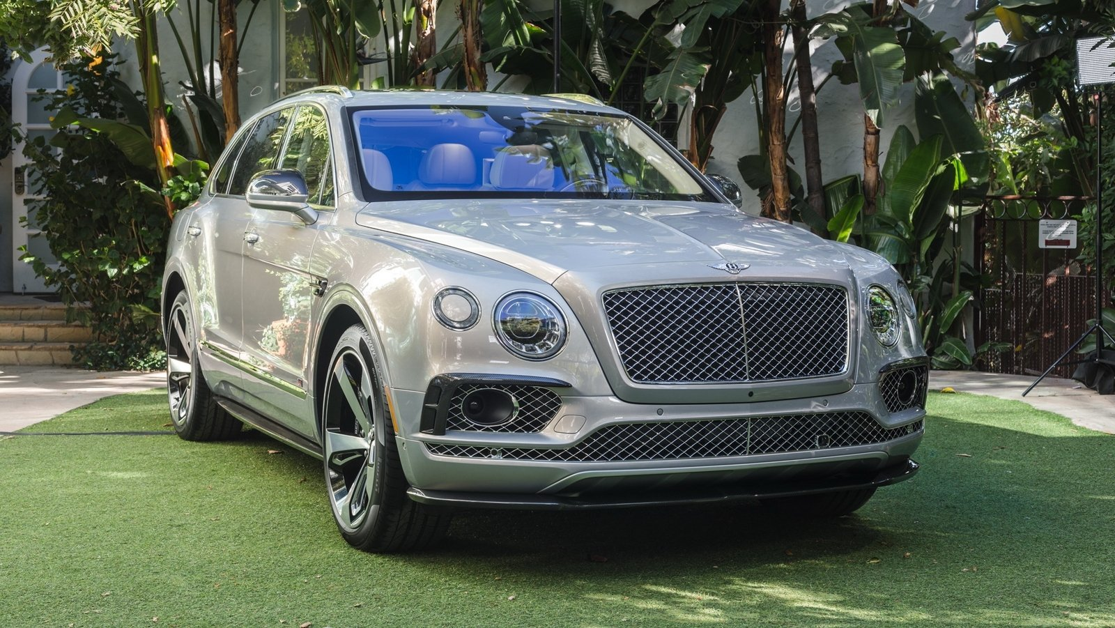 2016 bentley bentayga first edition review top speed. Black Bedroom Furniture Sets. Home Design Ideas