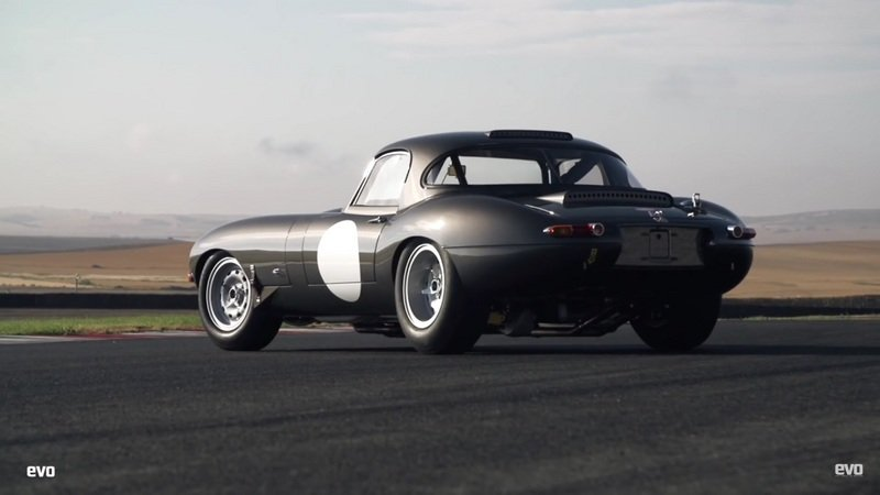 Evo Reviews The Jaguar Lightweight E-Type: Video