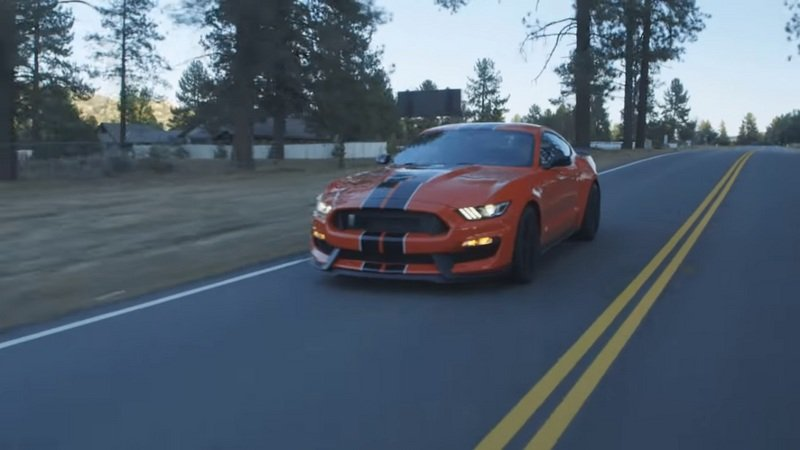 Motor Trend Drives The 2016 Ford Mustang Shelby GT350: Video