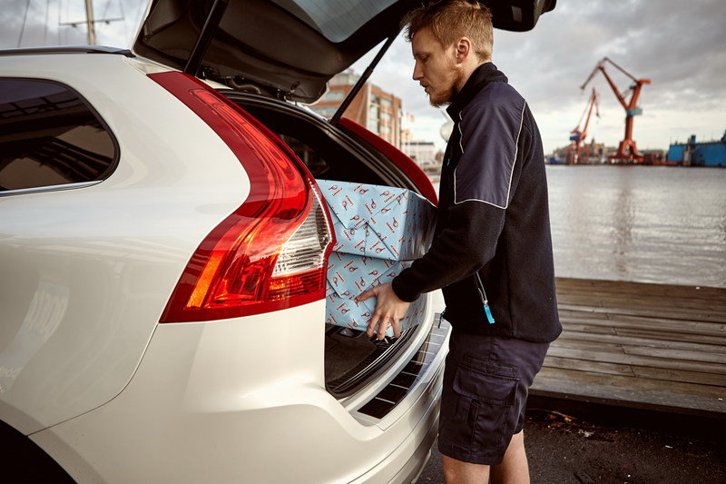 Volvo Launches In-car Delivery Service - image 657614