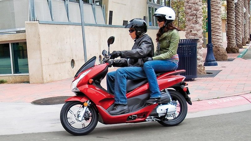 2015 - 2018 Honda PCX150 - Picture 659293 | motorcycle review @ Top ...