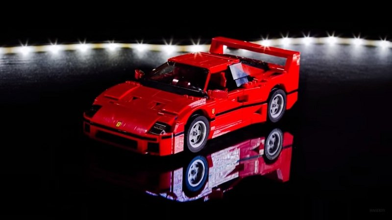 LEGO Ferrari F40 Being Built In Less Than A Minute: Video