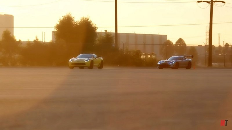 2015 Chevrolet Corvette Z06 vs. 2016 Dodge Viper ACR: Video