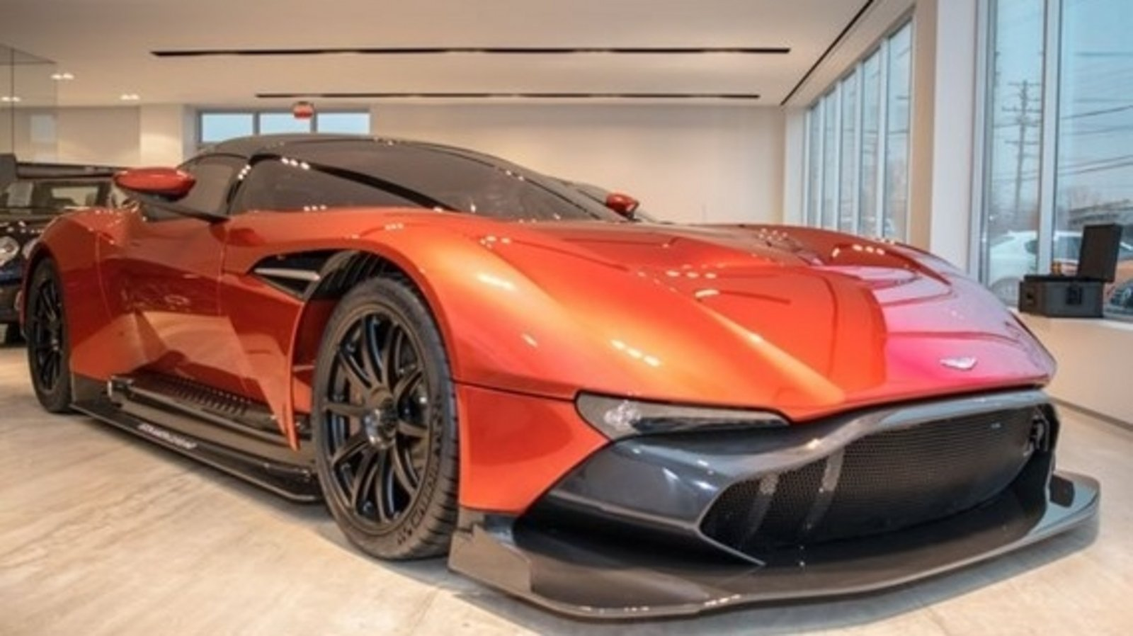 aston martin vulcan for sale for 3 4 million news top speed. Black Bedroom Furniture Sets. Home Design Ideas