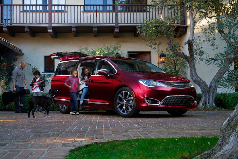2017 Chrysler Pacifica - image 661184