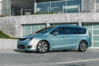 2017 Chrysler Pacifica Hybrid - image 662017