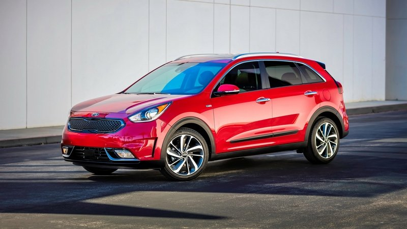 Kia is Considering AWD for the Niro and Optima, but the Sedona Will Have to Wait